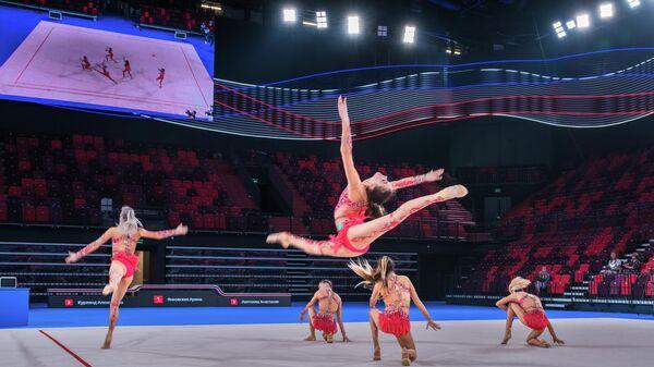 Гимнастки на арене