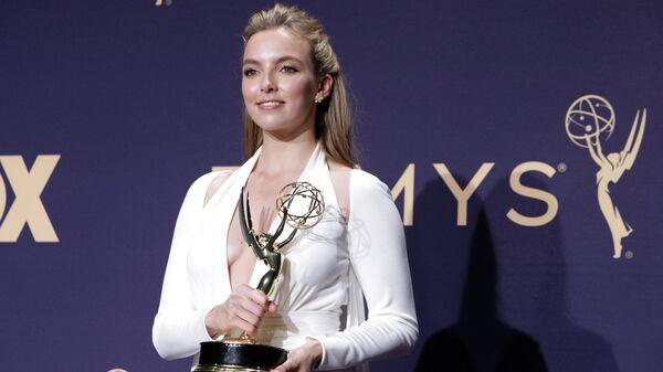 Джоди Комер с премией Emmy за лучшую женскую роль в сериале Убивая Еву