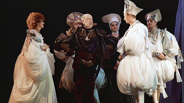 Сцена из спектакля Королевские игры