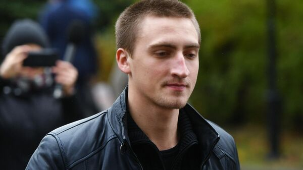 Актер Павел Устинов у здания Мосгорсуда. 30 сентября 2019