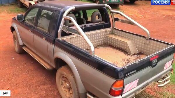 Автомобиль, на котором перемещались убитые в ЦАР журналисты. Стоп-кадр программы Вести недели