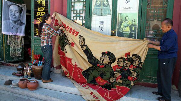 Баннер с изображением Мао Цзэдуна в Пекине