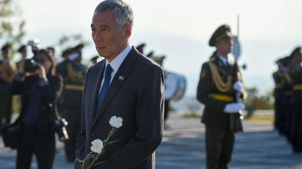 Премьер-министр Сингапура Ли Сянлун во время посещения мемориального комплекса Цицернакаберд в Ереване