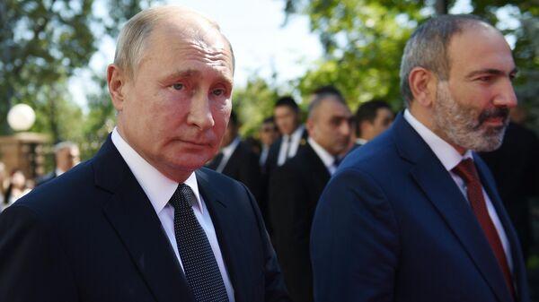 Президент России Владимир Путин и премьер-министр Армении Армении Никол Пашинян в Ереване. 1 октября 2019