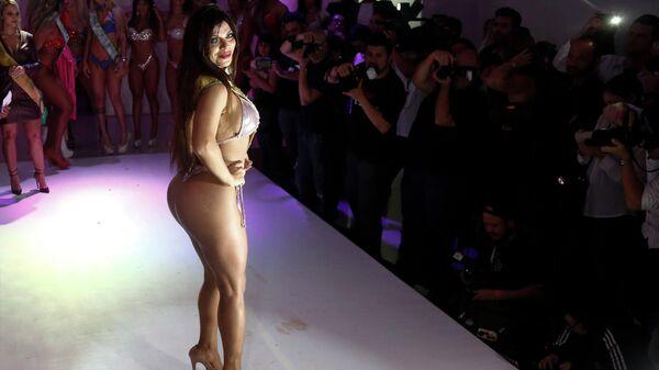 Бразильская модель Сюзи Кортес