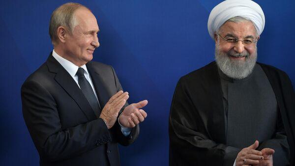 Президент РФ Владимир Путин и президент Ирана Хасан Роухани на церемонии совместного фотографирования глав делегаций государств-участников ВЕЭС в Ереване. 1 октября 2019