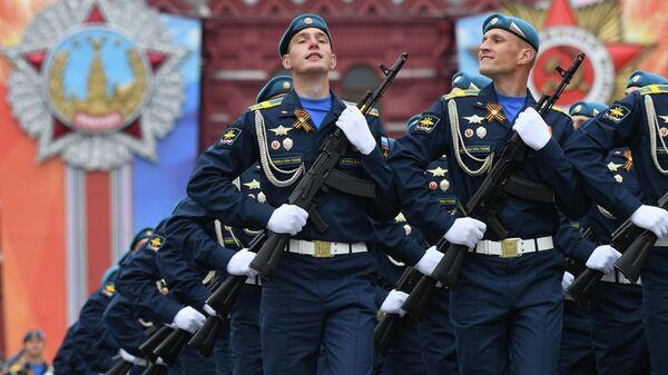 Парадный расчет Воздушно-космических сил на генеральной репетиции военного парада на Красной площади