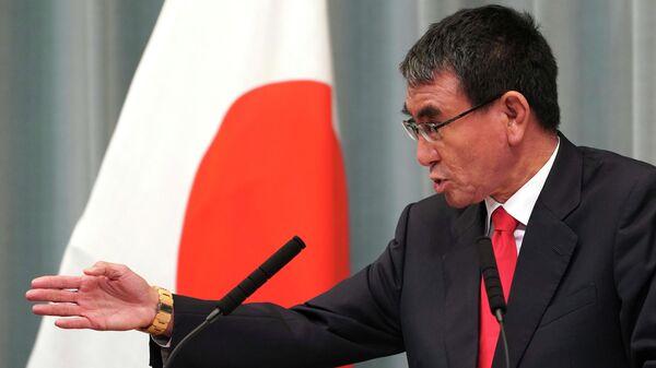 Министр обороны Таро Коно выступает на пресс-конференции в Токио. 11 сентября 2019