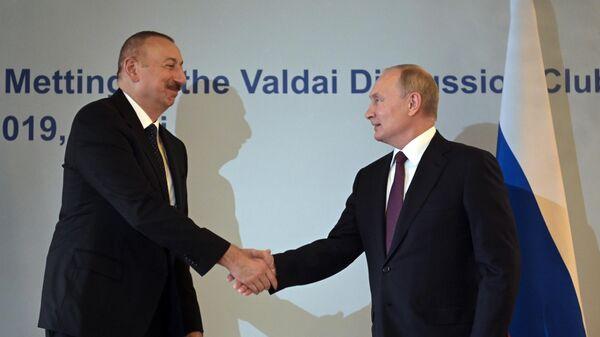 Алиев поздравил Путина с регистрацией вакцины от коронавируса