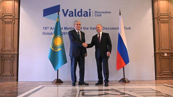 Президент РФ Владимир Путин и президент Казахстана Касым-Жомарт Токаев во время встречи в Сочи
