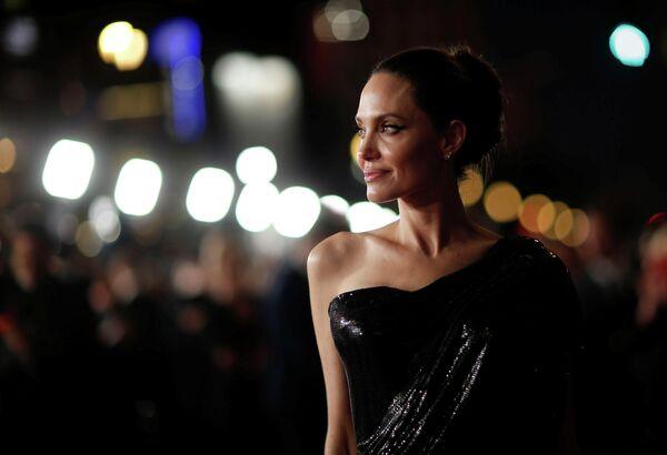 Актриса Анджелина Джоли во время премьеры фильма Малефисента: Владычица тьмы в Лос-Анджелесе