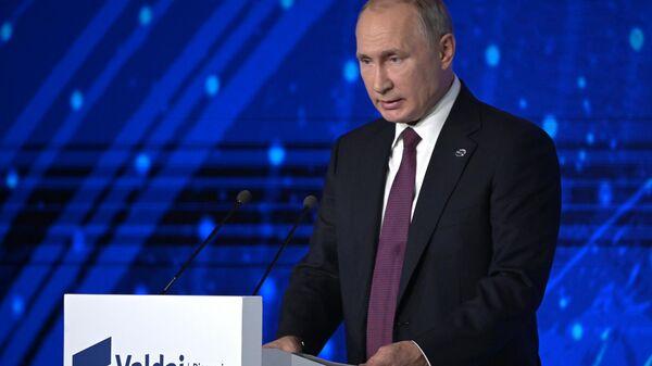 Президент РФ Владимир Путин выступает на пленарной сессии XVI заседания Международного дискуссионного клуба Валдай