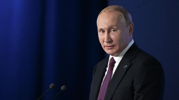 Президент России Владимир Путин выступает на пленарной сессии XVI заседания Международного дискуссионного клуба Валдай
