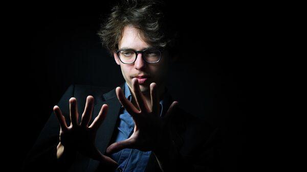 Французский пианист Лукас Дебарг
