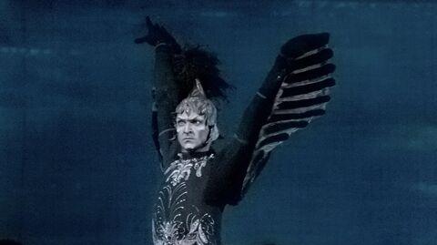 Ротбард - злой волшебник (Илья Кузнецов) в сцене из балета Петра Чайковского Лебединое озеро.