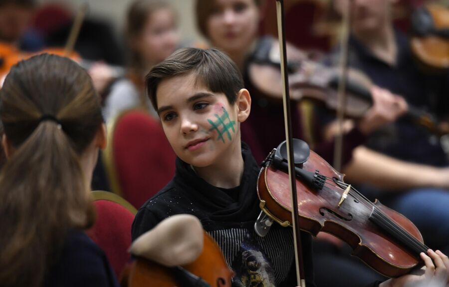 Репетиция Всероссийского юношеского оркестра под руководством Юрия Башмета на X Зимнем международном фестивале искусств в Сочи