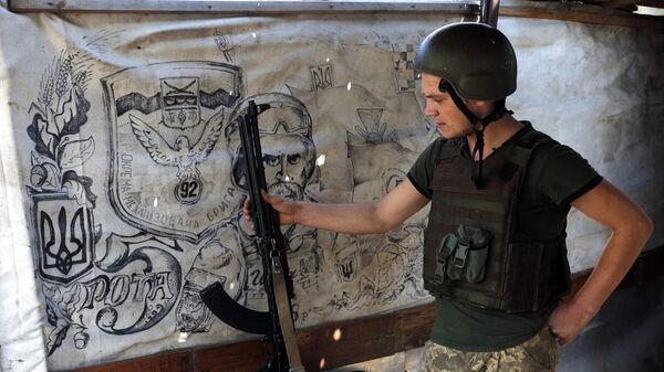 Украинский военный на линии разграничения в Донецкой области