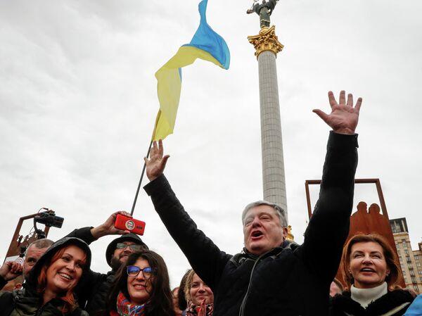Бывший президент Украины Петр Порошенко принимает участие в митинге против формулы Штайнмайера в Киеве