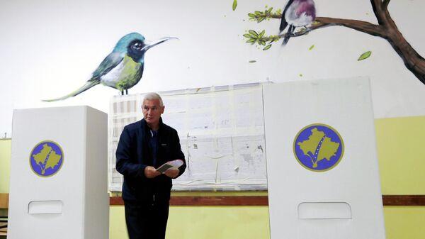 Избирательный участок во время выборов в парламент Косово