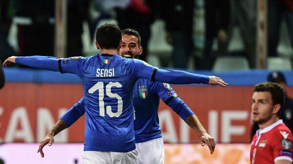 Футболисты сборной Италии Стефано Сенси и Леонардо Спинаццола