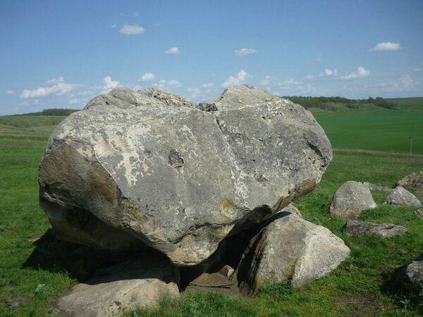 Конь-камень на реке Красивая Меча возле села Козье