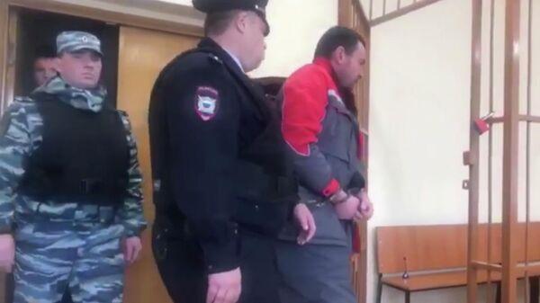 Мужчина, обвиняемый в убийстве несовершеннолетней в Домодедово. Стоп-кадр видео
