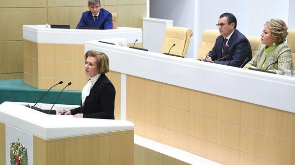 Руководитель Роспотребнадзора Анна Попова выступает на заседании Совета Федерации
