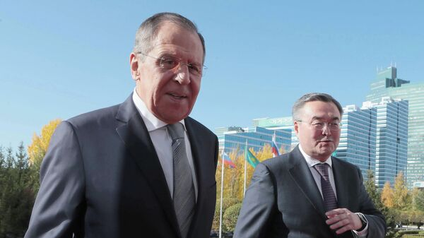 Министр иностранных дел РФ Сергей Лавров и министр иностранных дел Казахстана Мухтар Тлеуберди перед началом переговоров