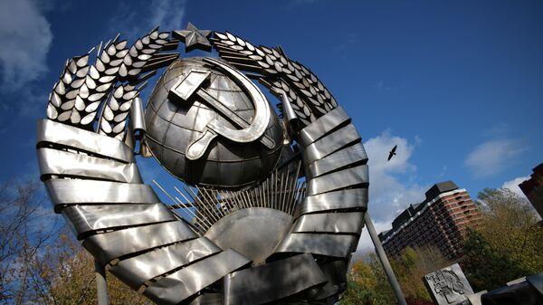 Герб СССР в парке искусств Музеон в Москв