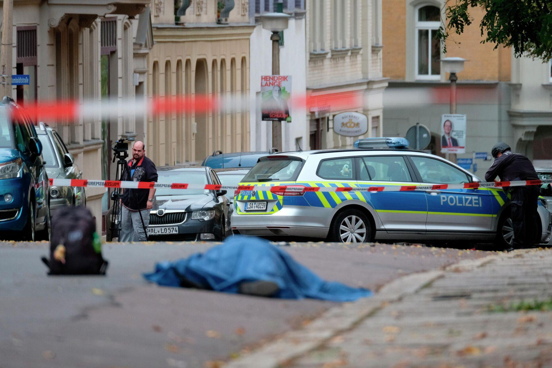 Сотрудники полиции на месте стрельбы в городе Галле, Германия. 9 октября 2019 - РИА Новости, 1920, 20.01.2021