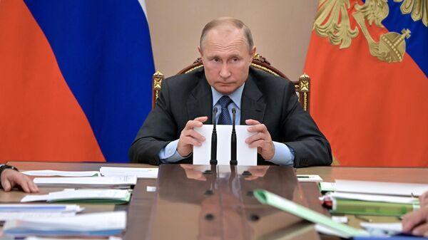 Президент РФ Владимир Путин проводит совещание с членами правительства. 9 октября 2019