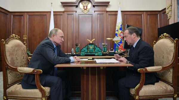 Путин поручил наладить взаимодействие госвласти и местного самоуправления