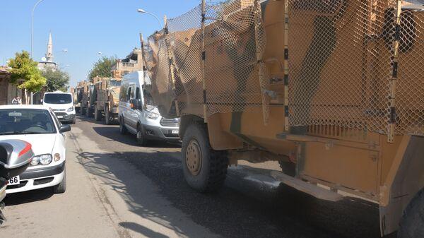 Турецкая бронетехника в приграничном районе Акчакале