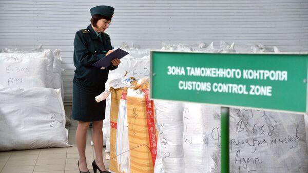 Сотрудница таможенной службы РФ