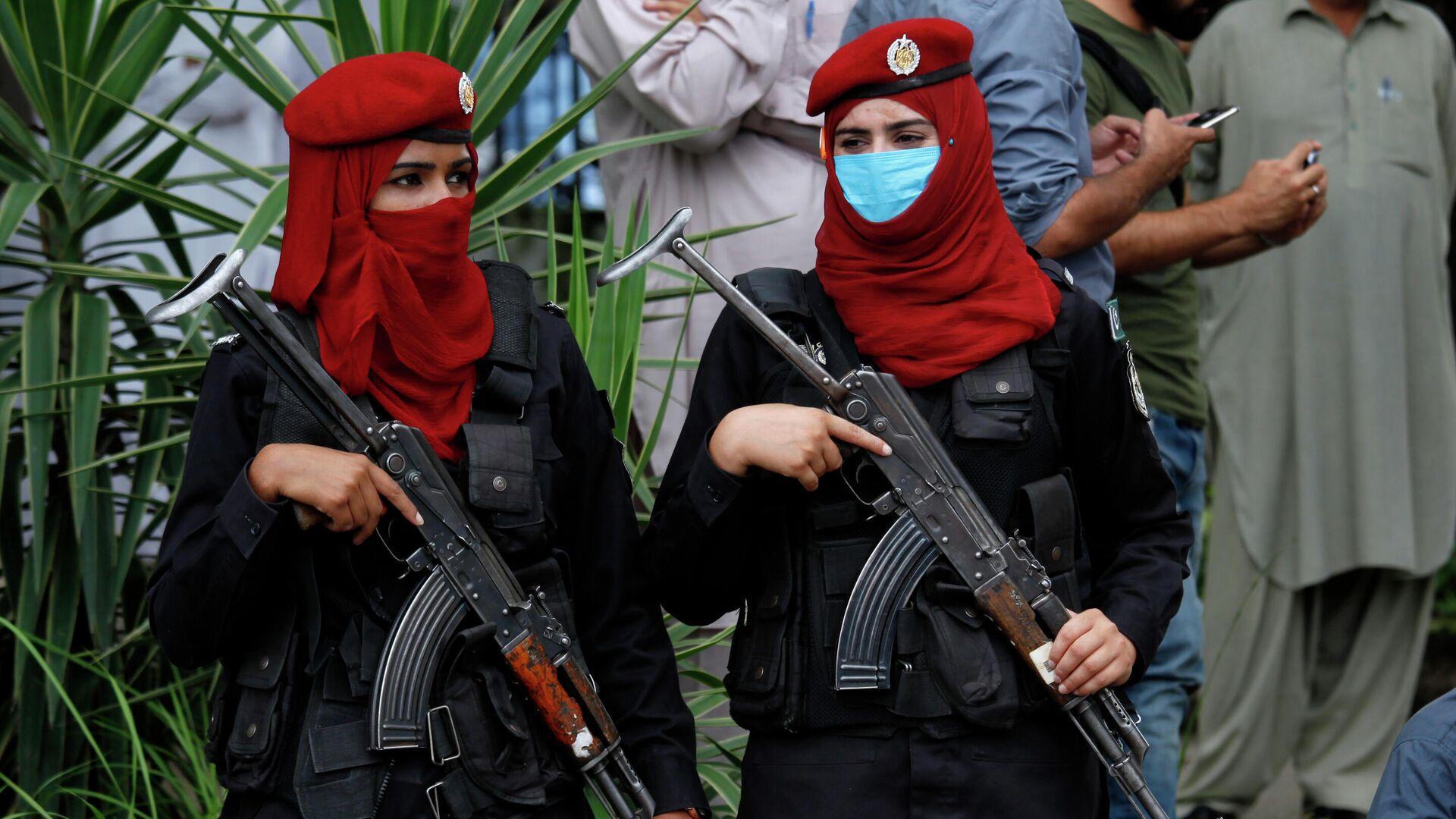 Пакистанские женщины-полицейские - РИА Новости, 1920, 30.07.2021