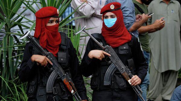 Пакистанские женщины-полицейские