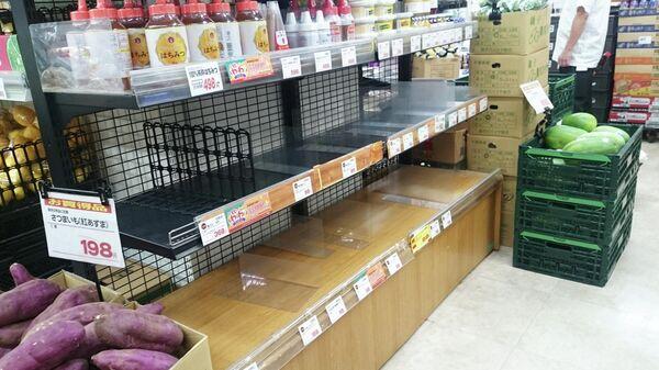Хлебные полки без хлеба. Ситуация в магазинах во время приближения тайфуна к Токио
