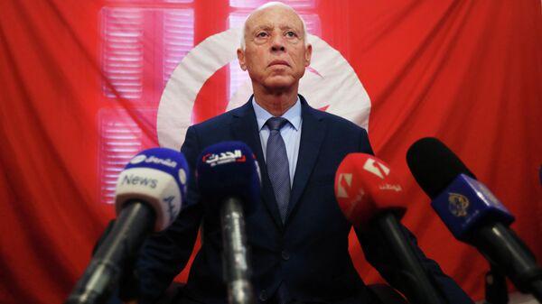 Тунисский политический деятель Каис Саид во время пресс-конференции по итогам первого тура президентских выборов в Тунисе. 17 сентября 2019