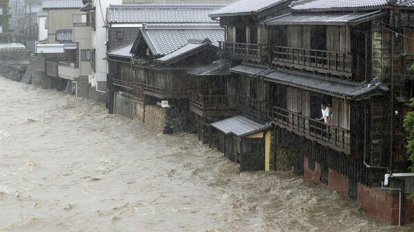 В Японии два человека погибли от тайфуна