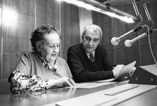 Дикторы Главной редакции вещания на США и Англию Всемирной службы московского радио - Зина Левашова и Карл Егоров