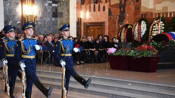 Военнослужащие роты почетного караула на церемонии прощания с летчиком-космонавтом СССР, дважды Героем Советского Союза генерал-майором авиации Алексеем Леоновым