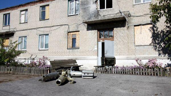 Жилой дом в Донецкой области, пострадавший в результате обстрела.