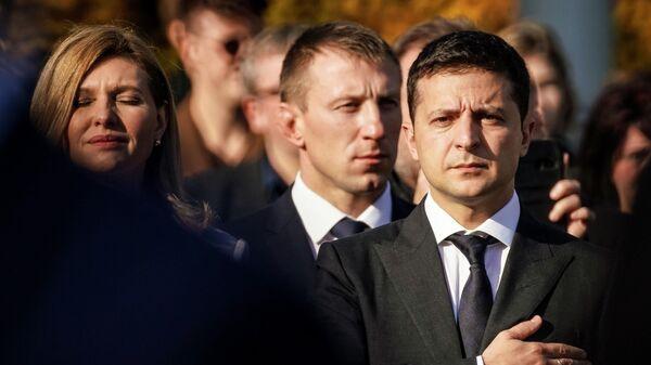 Президент Украины Владимир Зеленский и его жена Елена на церемонии возложения цветов к памятнику Свободы в Риге. 16 октября 2109
