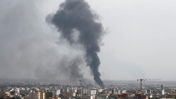Дым над городом Рас-аль-Айн после турецкой атаки