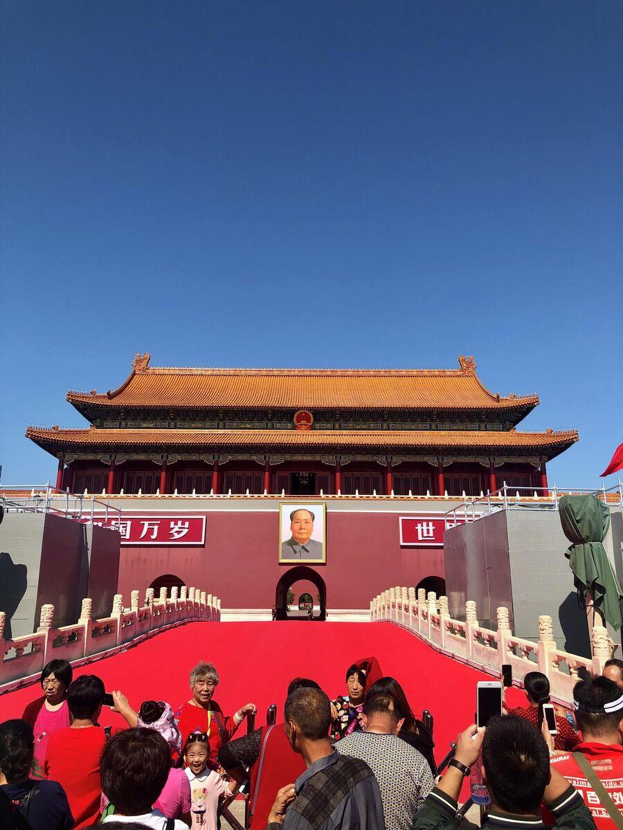 Туристы мавзолея Мао Цзэдуна, Пекин, Китай