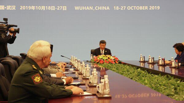 Председатель КНР Си Цзиньпин встретился с представителями иностранных делегаций, прибывших на Всемирные военные игры в г.Ухань, 18 октября 2019