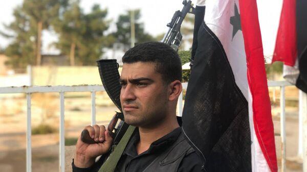 Пограничники армии САР прибывшие на КПП на сирийско-турецкой границе в городе Айн-аль-Араб (Кобани - курдское название)