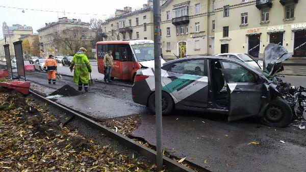 ДТП с участием каршерингового автомобиля и маршрутки в Санкт-Петербурге
