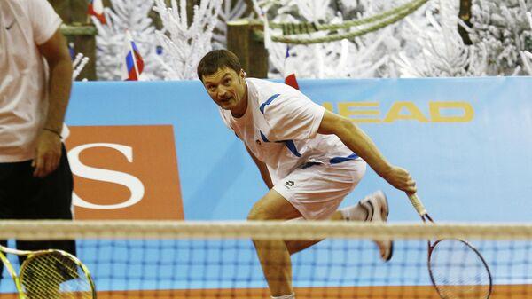 Теннисист Александр Волков (справа)