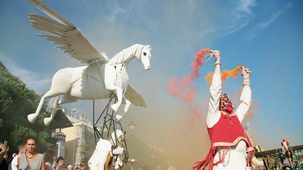 Финальное карнавальное шествие фестиваля  Алушта. Green